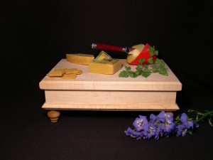 victorian footed cutting board